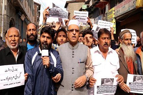 JRL stages protest in Srinagar against Kashmir killings, repression