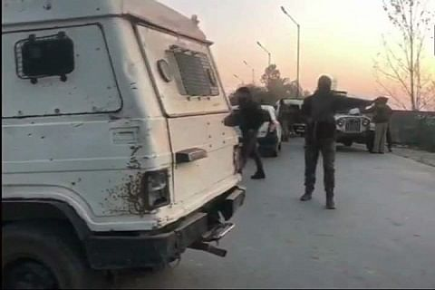 Militant killed in ongoing Shopian gunfight; Internet shut in south Kashmir