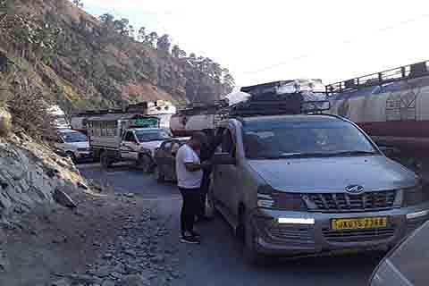 No end to traffic snarls between Ramban, Banihal