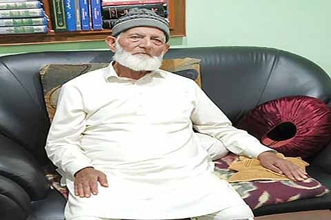 Repression forcing Kashmir youth to pick up arms: Geelani