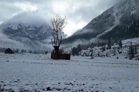 Gurez receives season's first snowfall