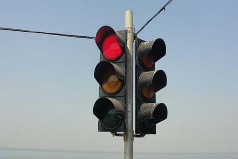 Switching off traffic lights in peak hours causes gridlocks