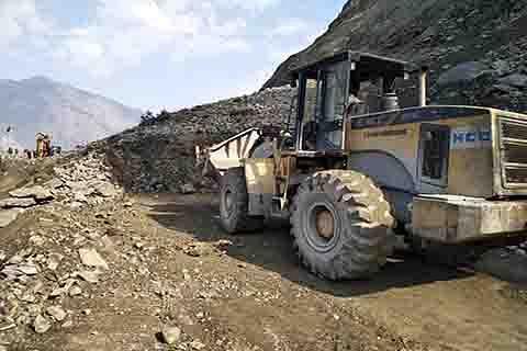 Srinagar-Jammu highway closed again