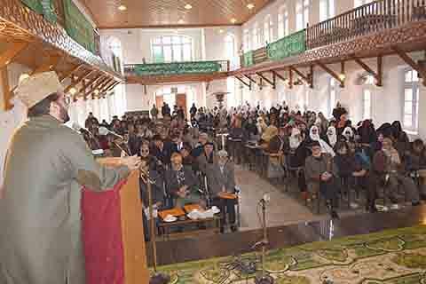 Vanishing interest in skilled labor in Kashmir a big concern: Mirwaiz