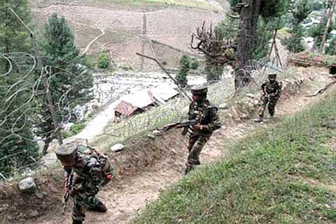 Indo-Pak troops exchange fire on LoC