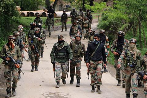 Forces lay siege to Shopian village, begin searches