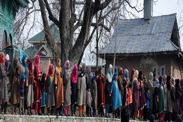 Thousands attend funeral of slain militants in Tral