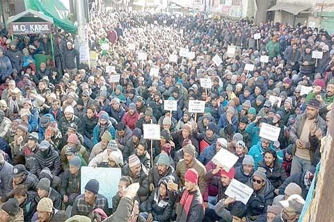 Kargil shuts to demand separate university