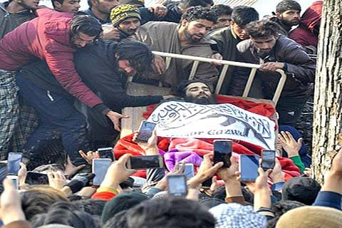 Pro-freedom leaders pay tributes to slain militants