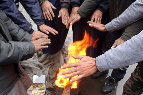 Cold wave grips Jammu and Kashmir, Drass shivers at minus 17.3
