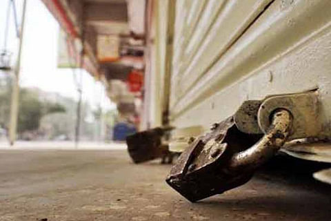 Tral shuts for second straight day against militant killings