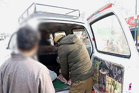 Forces search vehicles on Srinagar-Jammu highway