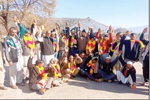 Several join Congress in Mendhar