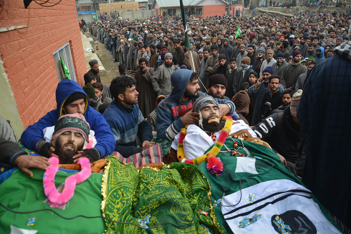 Thousands Attend funeral of Slain Militants In Awantipora