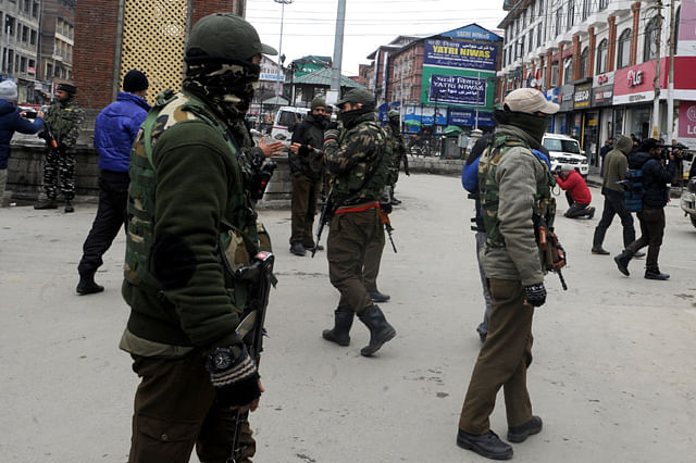 Grenade Lobbed at CRPF Party in Lal Chowk
