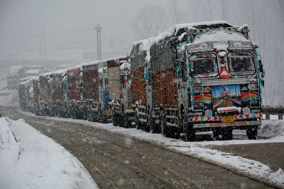 Fresh Snowfall Forces closure of Srinagar-Jammu Highway