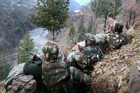 Two border guards wounded as India, Pakistan trade fire along LoC in Rajouri