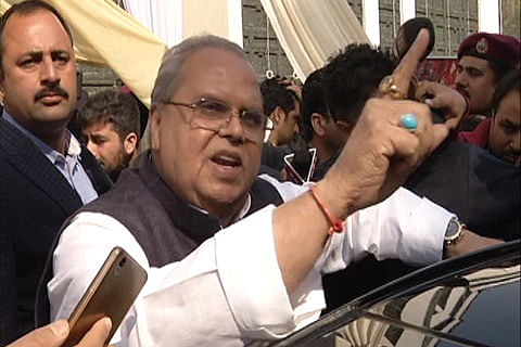"""Jammu and Kashmir Governor reaches out to Hurriyat, urges them to apprise him directly of cases of """"injustice"""""""