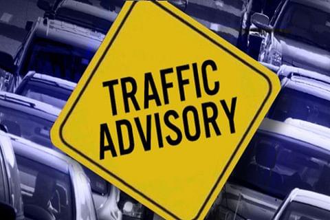 Traffic police issues advisory for drivers as Srinagar experiences fresh snowfall