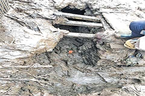 Underground hideout where 3 militants were killed pulls crowds