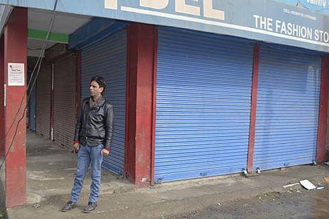 Shutdown, protest mark killing of 3 militants in Baramulla