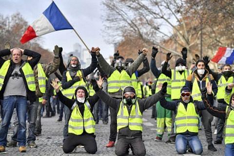 "10,000 march in Paris against ""yellow vest"" violence"