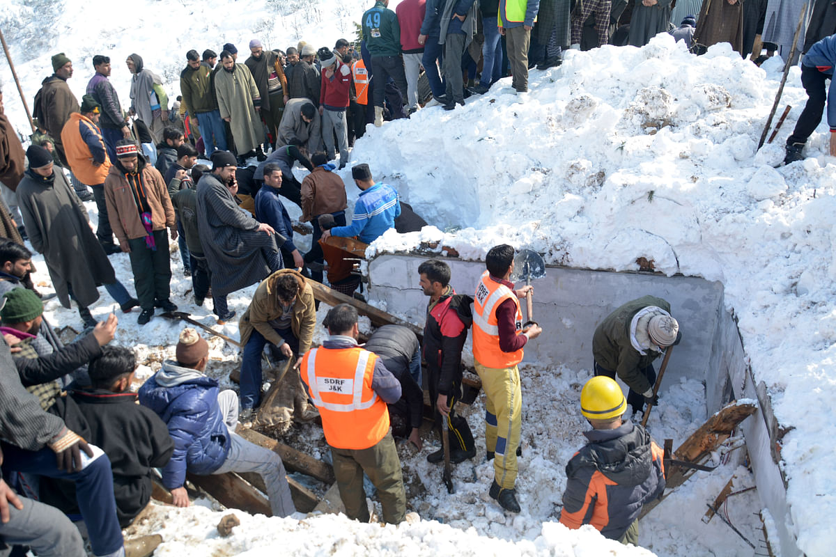 Rescuers Search For Survivors After Avalanche Buries Police Post near Jawahar Tunnel