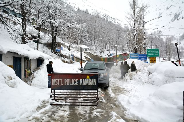 Jawahar Tunnel Continues to Remain Blocked by Snow