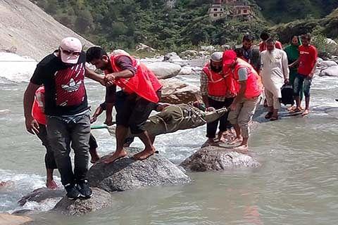 Srinagar-Jammu highway continues to remain closed