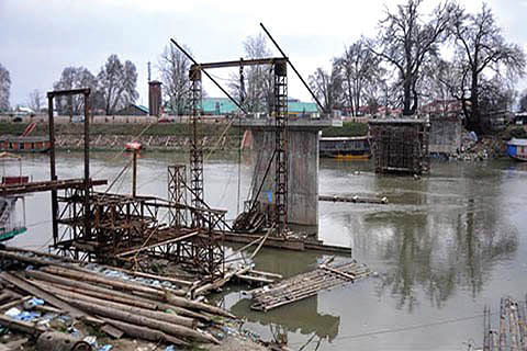 Govt takes up Srinagar's major languishing projects for execution under JKIDFC funding