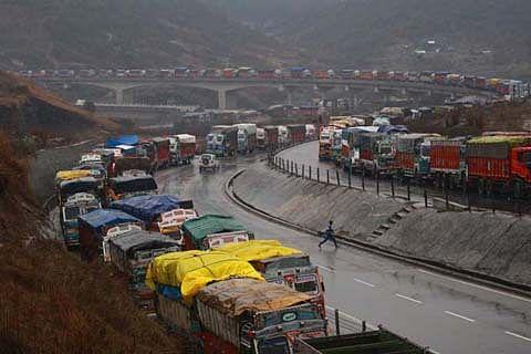 Jammu-Srinagar highway open for one-way traffic