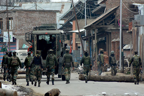 Clashes erupt after forces lay siege to Kulgam village