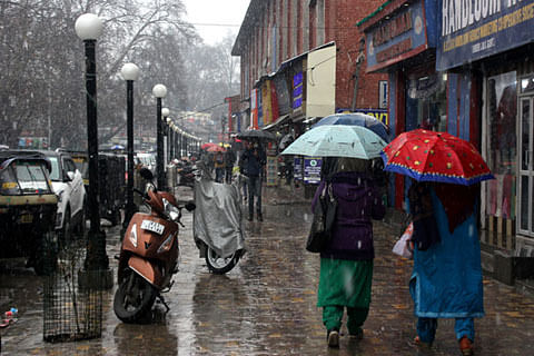 Rains cause heavy waterlogging in Srinagar as SMC workers' strike enters 2nd day