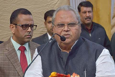 PDP falling apart, don't take Mehbooba seriously: Governor