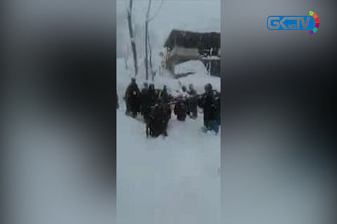 Villagers carry pregnant woman on shoulders through snow to hospital in Baramulla