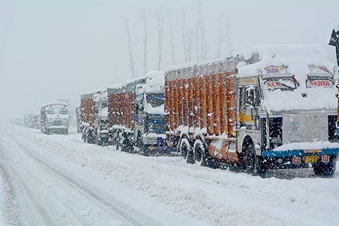 Snow wreaks havoc across Kashmir