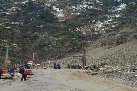 50 passengers escape unhurt after shooting stones hit 2 buses near Doda