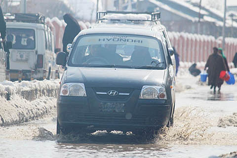 Sopore areas waterlogged after fresh snowfall, residents suffer
