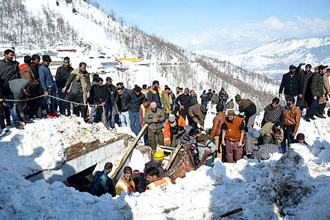 Avalanche death toll 11 in southern Kashmir