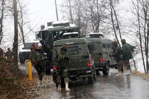 Gunfight rages in south Kashmir's Kulgam; Internet suspended