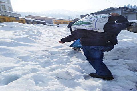 Ababeel volunteers distribute food kits among poor