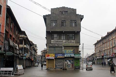 Kashmir shuts in defense of Article 35-A