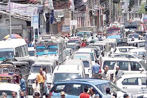 HC acts tough to streamline traffic in Srinagar