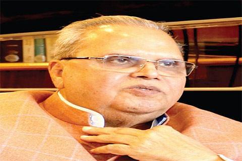 Forces' operations against militants, not against Kashmiris: Governor