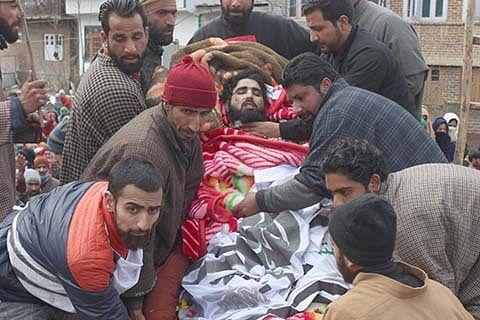 Thousands participate in Jaish militant's funeral