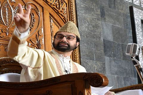 Shun war rant, resolve issues through dialogue: Mirwaiz to New Delhi