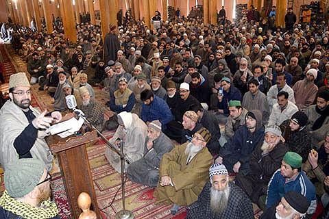 Shun war rhetoric, talks only way to resolve Kashmir: Mirwaiz tells New Delhi