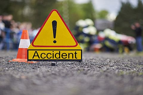 Fifteen injured after truck turns turtle in Bandipora