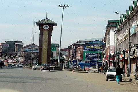 Kashmir, Banihal shut against 'arrest spree'