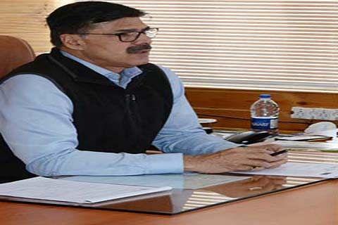 Advisor Kumar interacts with students
